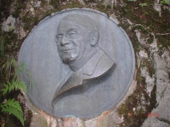 Commemorative plaque of Reverend Walter Weston, leader of the preservation of Kamikōchi