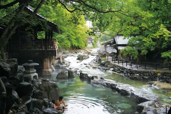 Takaragawa Hot Spring in Minakami ©JTA/ ©JNTO