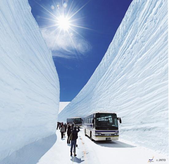 Snow Walls ©Tateyama Kurobe Kanko/©JNTO