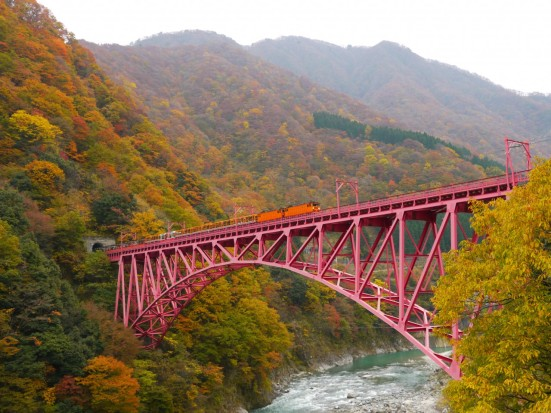 Kurobe Gorge Trolley Train ©Toyama Prefectural Tourism Association/©JNTO