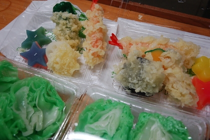 Plastic replica food