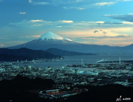 Mount Fuji & Shimizu Port ©Shizuoka Convention Bureau/©JNTO