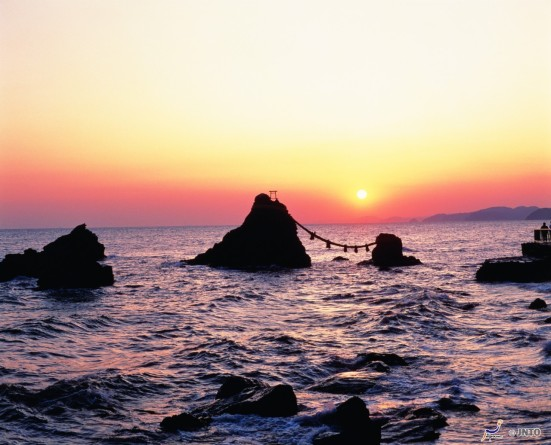 Meoto Iwa ©Mie Prefectural Tourism Association/©JNTO