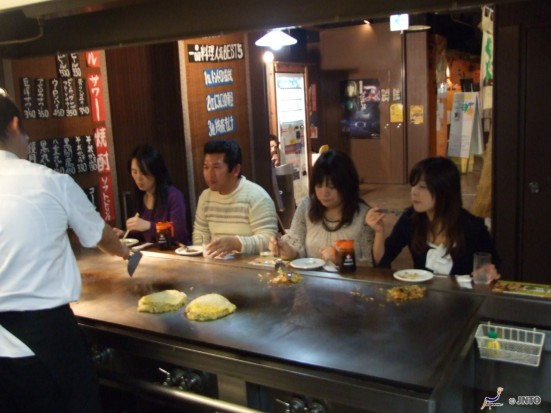 Hiroshima style Okonomiyaki ©Hiroshima Convention & Visitors Bureau