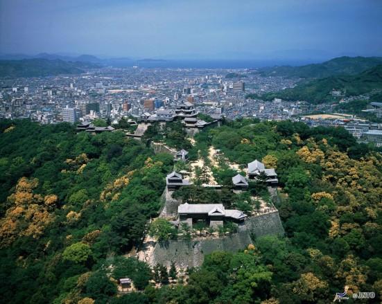 Matsuyama Castle ©JNTO