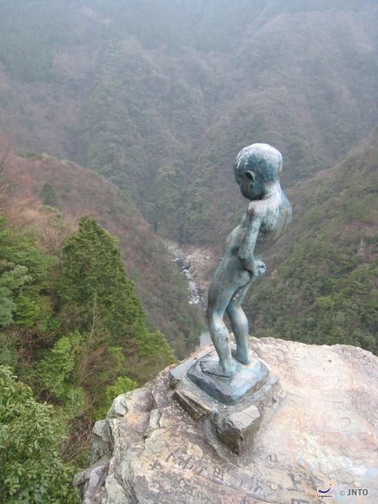 Manikin Peeing Boy Statue ©Tourism Shikoku/©JNTO